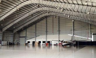 China Kundengebundene vorfabrizierte Stahlflugzeug-Hangars mit 26 Messgerät-Stahl-Fliesen fournisseur