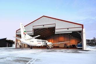 China Clearspan-Rolle-oben Tür-Stahlflugzeug-Hangars Vor-ausgeführt mit Stahlbindern fournisseur