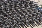 China Vor-ausgeführte rechteckige Masche versah Rückseiten seismische Rebars 500E mit Rippen usine
