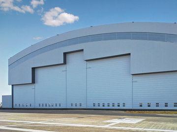 Fertigkurven-Deckungs-System-Stahlflugzeug-Hangars mit elektrischen Schiebetüren